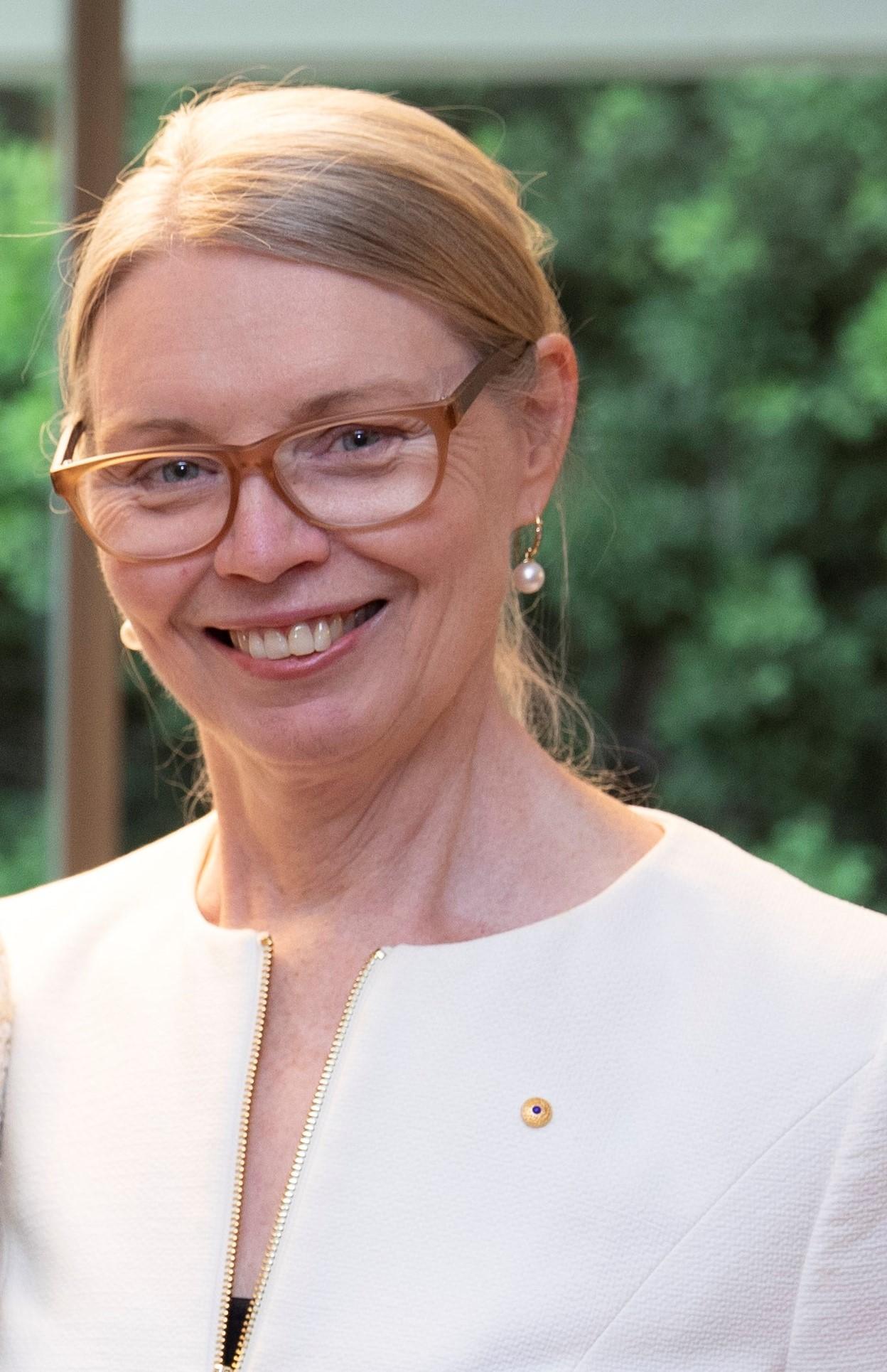 Dr Amanda Bell AM